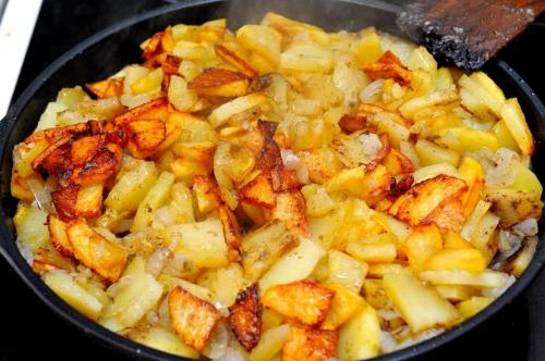 Картошка в сковороде