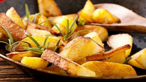 Дымящийся ароматный картофель