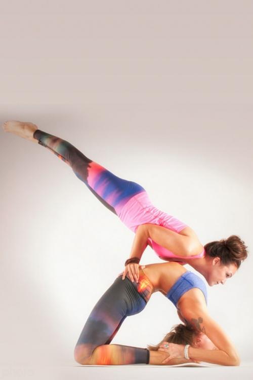 Парная йога или акройога