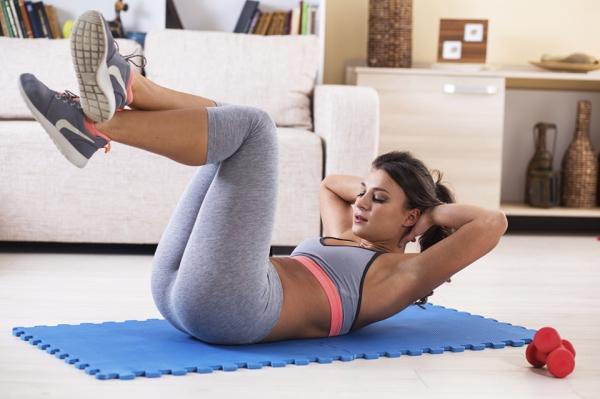 Упражнения на коврике дома