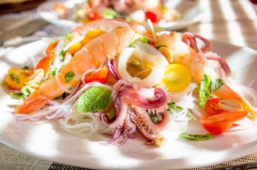 Морепродукты: осьминоги, креветки и мидии
