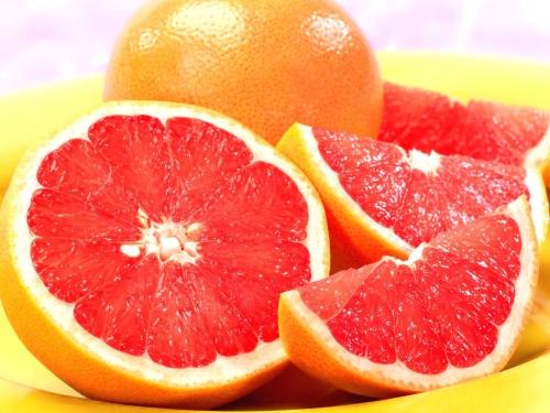 Грейпфрут, разрезанный пополам