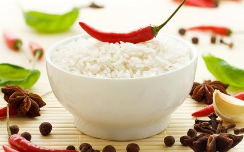 Белый рис с перцем