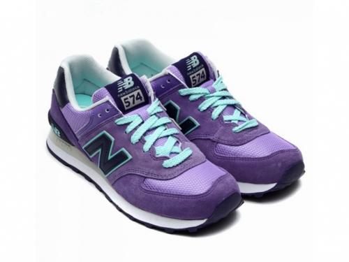 Кроссовки фиолетовые с голубыми шнурками