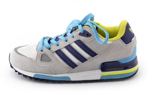 Серый кроссовок с голубыми шнурками