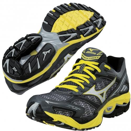 Черно-желтые кроссовки